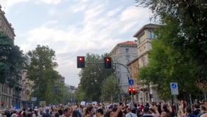 Le immagini del corteo contro il Green Pass a Milano