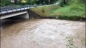 Maltempo in Lombardia, il fiume Olona in piena