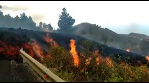 La lava del vulcano Cumbre Vieja ingoia le strade di La Palma
