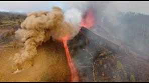 La spettacolare eruzione del vulcano Cumbre Vieja alle Canarie