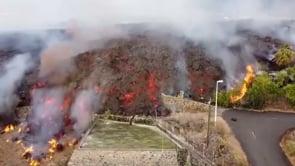 La lava del vulcano Cumbre Vieja sta divorando le case di Todoque