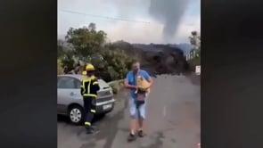 La lava del vulcano Cumbre Vieja a Todoque, si cerca di salvare il salvabile