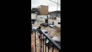 Devastante alluvione in Spagna, crolla un muro a Lepe