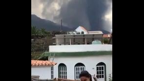 Il vulcano Cumbre Vieja fa paura, si susseguono forti esplosioni
