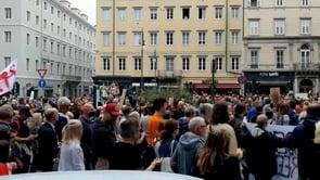 """Corteo """"no Green pass"""" a Trieste, migliaia di persone nelle vie del centro"""