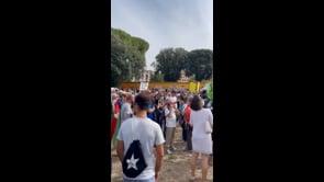 Manifestanti riuniti contro il Green Pass a Roma