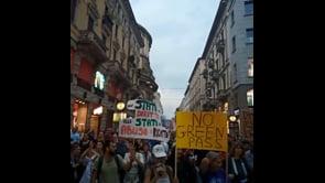 Le immagini della manifestazione contro il Green Pass nelle strade di Milano