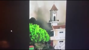 Eruzione alle Canarie: la lava torna a scorrere velocemente e distrugge una chiesa