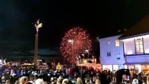 La Norvegia torna alla normalità, i fuochi d'artificio a Stavanger