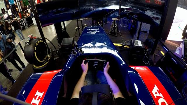 Scuderia Toro Rosso | STR13 VR simulator at Comicon 2018