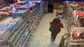 Terremoto in Grecia: il terribile momento della scossa in un supermercato
