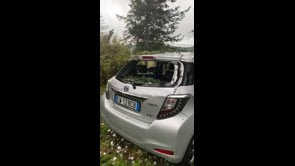 Grandine enorme a Bivigliano, vetri delle auto in frantumi