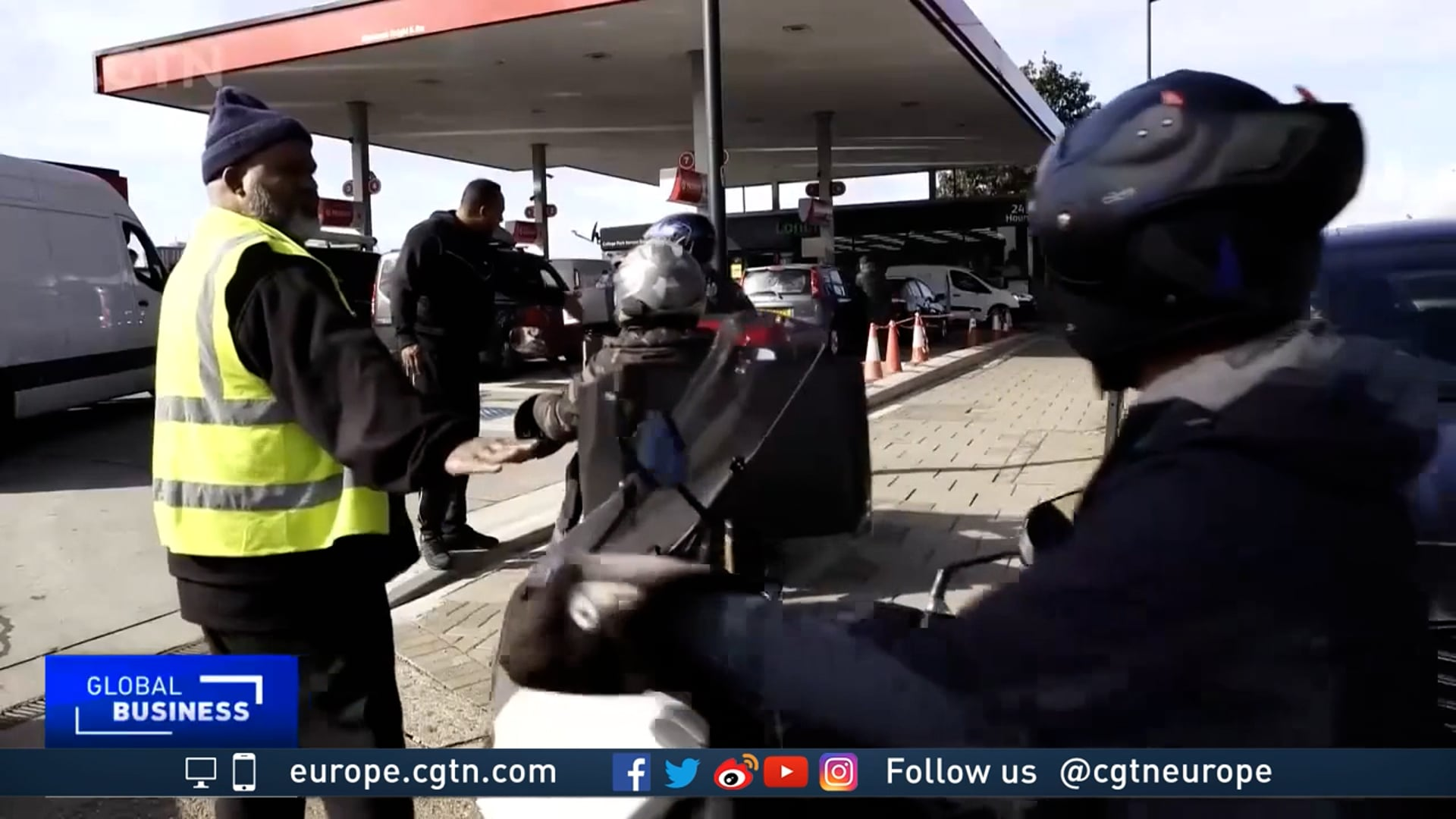 Fights at UK petrol stations as army ...