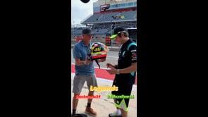Kevin Schwantz omaggia Valentino Rossi: ad Austin un regalo speciale