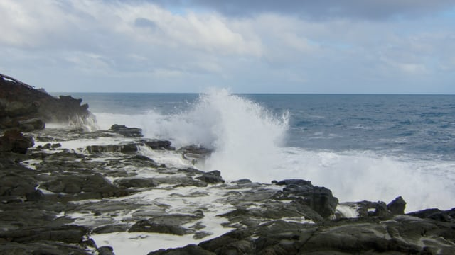 Relaxing Beauty of Big Ocean Waves in Slow Motion - 4K Nature Relax Video with Ambiance Music
