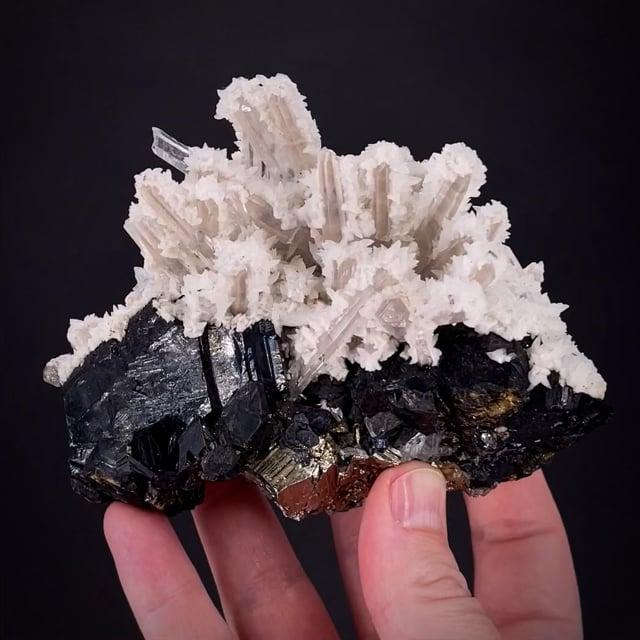 Sphalerite, Quartz, Calcite & Pyrite