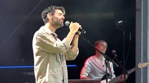 Joan Dausà publica 'Ho tenim tot' una cançó que va estrenar a l'Escala