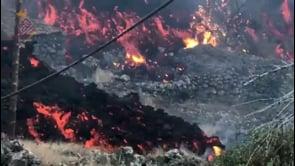 """Cumbre Vieja: nuovo flusso di lava provoca """"tremenda distruzione"""" a La Palma"""