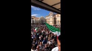 """Migliaia di persone a Roma per dire """"no"""" al Green Pass"""