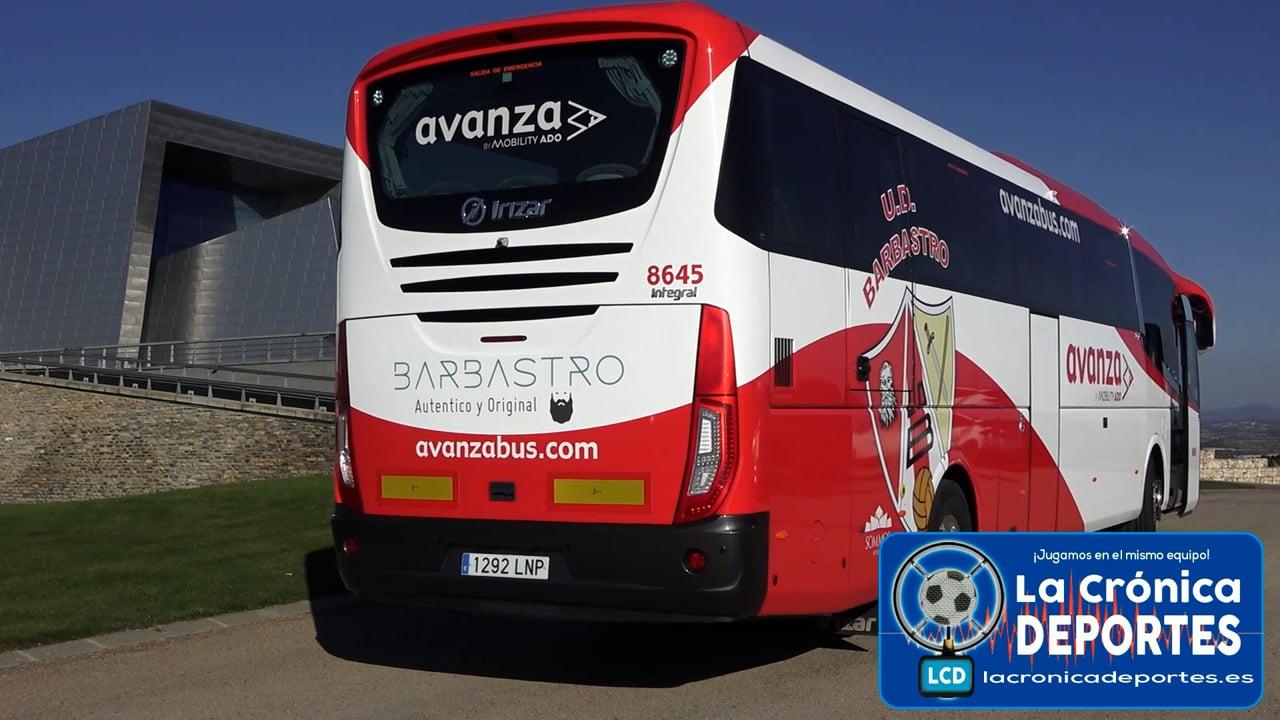 La UD Barbastro y el grupo Avanza, con el apoyo del Ayuntamiento de Barbastro, firman un convenio de colaboración por el cual un autobús de la empresa llevará los escudos de la UD Barbastro y promoción de la ciudad del vero.