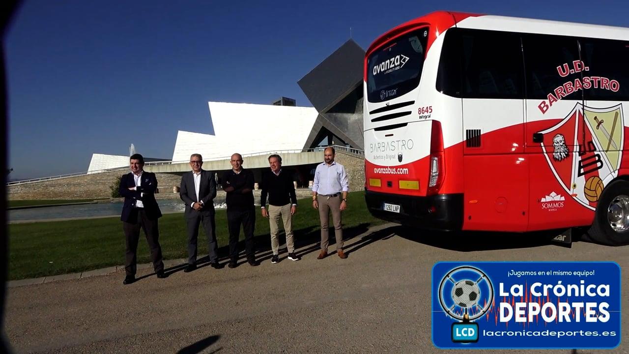 Presentación Autobús de la UD Barbastro Sommos. RAFA TORRES (Presidente UD Barbastro) JOSÉ RAMÓN LASIERRA (Director división Norte del Grupo Avanza) FERNANDO TORRES (Alcalde de Barbastro)