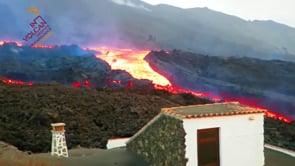"""Un vero e proprio """"tsunami"""" di lava a La Palma: """"incredibile velocità"""""""