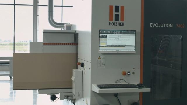 Centre de perçage et fraisage CNC EVOLUTION 7402 4mat: Le centre CNC haute performance pour l'usinage avec encombrement minimal