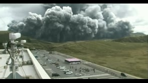 Potente eruzione in Giappone, colonna di cenere dal Monte Aso