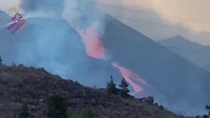 La Palma, crollo parziale del cono: gigantesca fontana di lava dal vulcano Cumbre Vieja