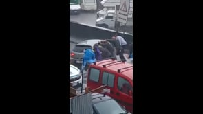 Immagini drammatiche da Catania, il recupero di una persona tra la furia dell'acqua