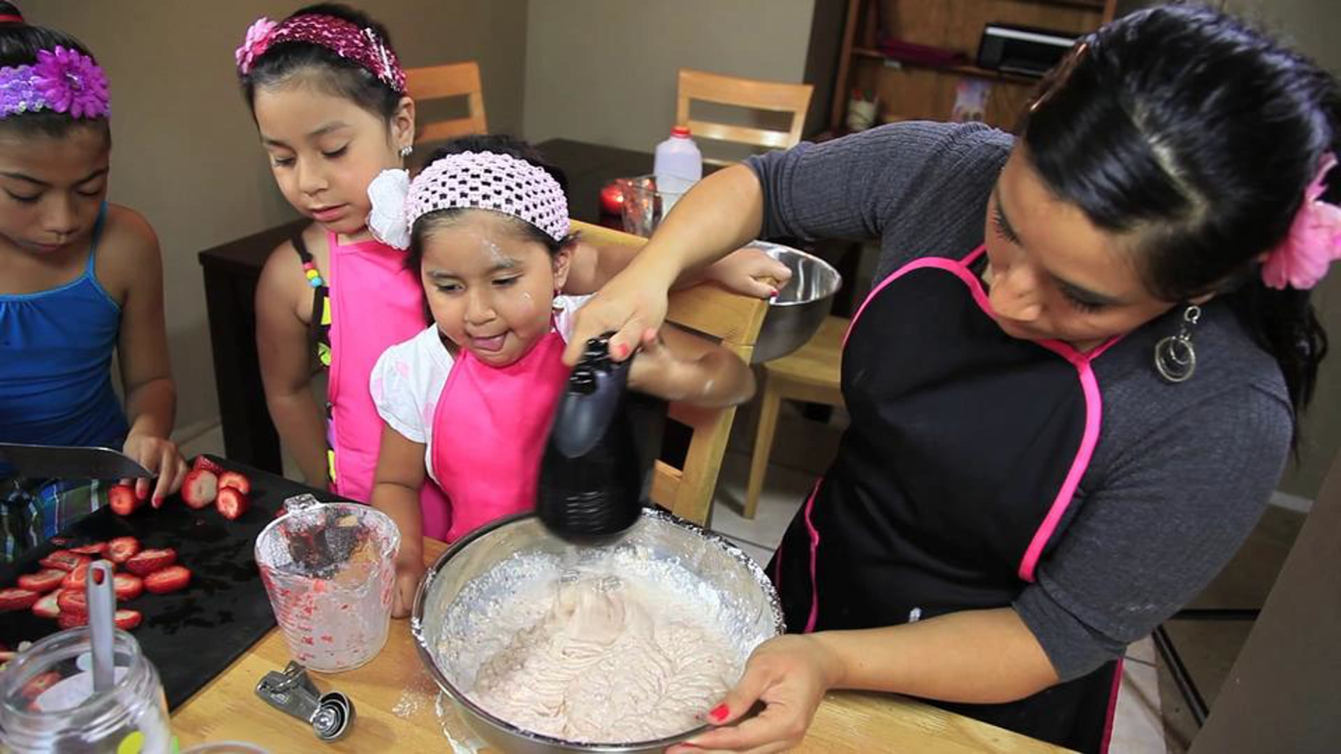 Heart of a Passion: It's Reynin' Cakes