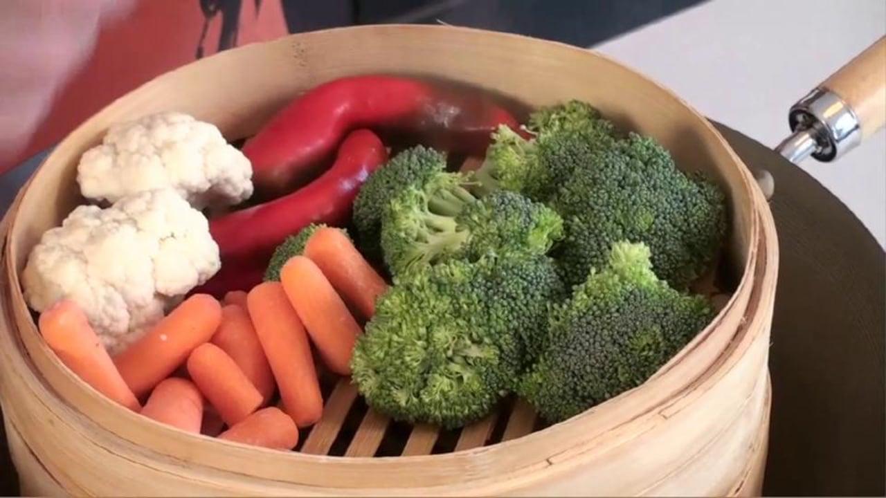 Como hacer vegetales en una vaporera de bambu por George Duran e IMUSA
