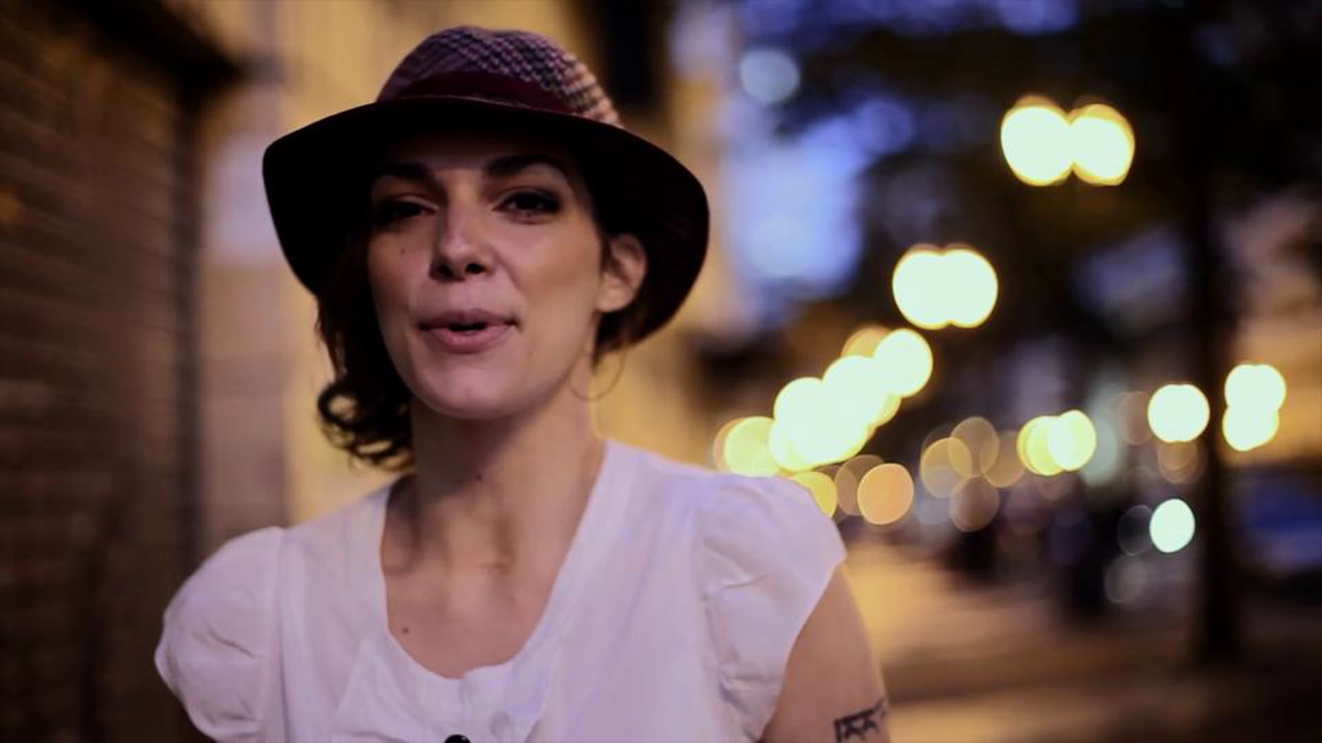 Bárbara Eugênia - Por Aí (Official Video)