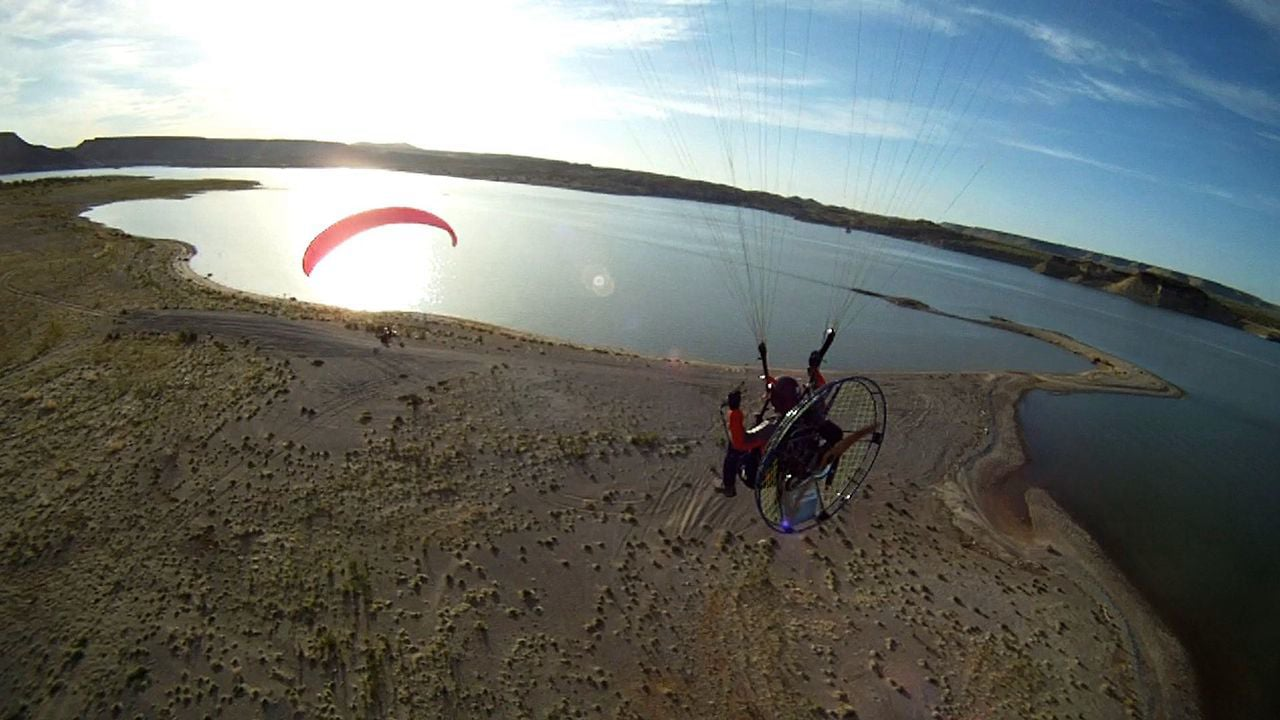 Elephant Butte PPG - Flying with Friends
