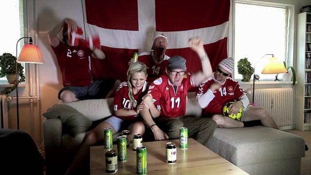 Når Danmark Trykker Af - Music Video