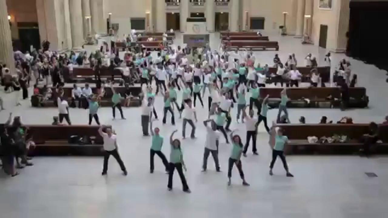 Estée Lauder Illuminator Flash Mob