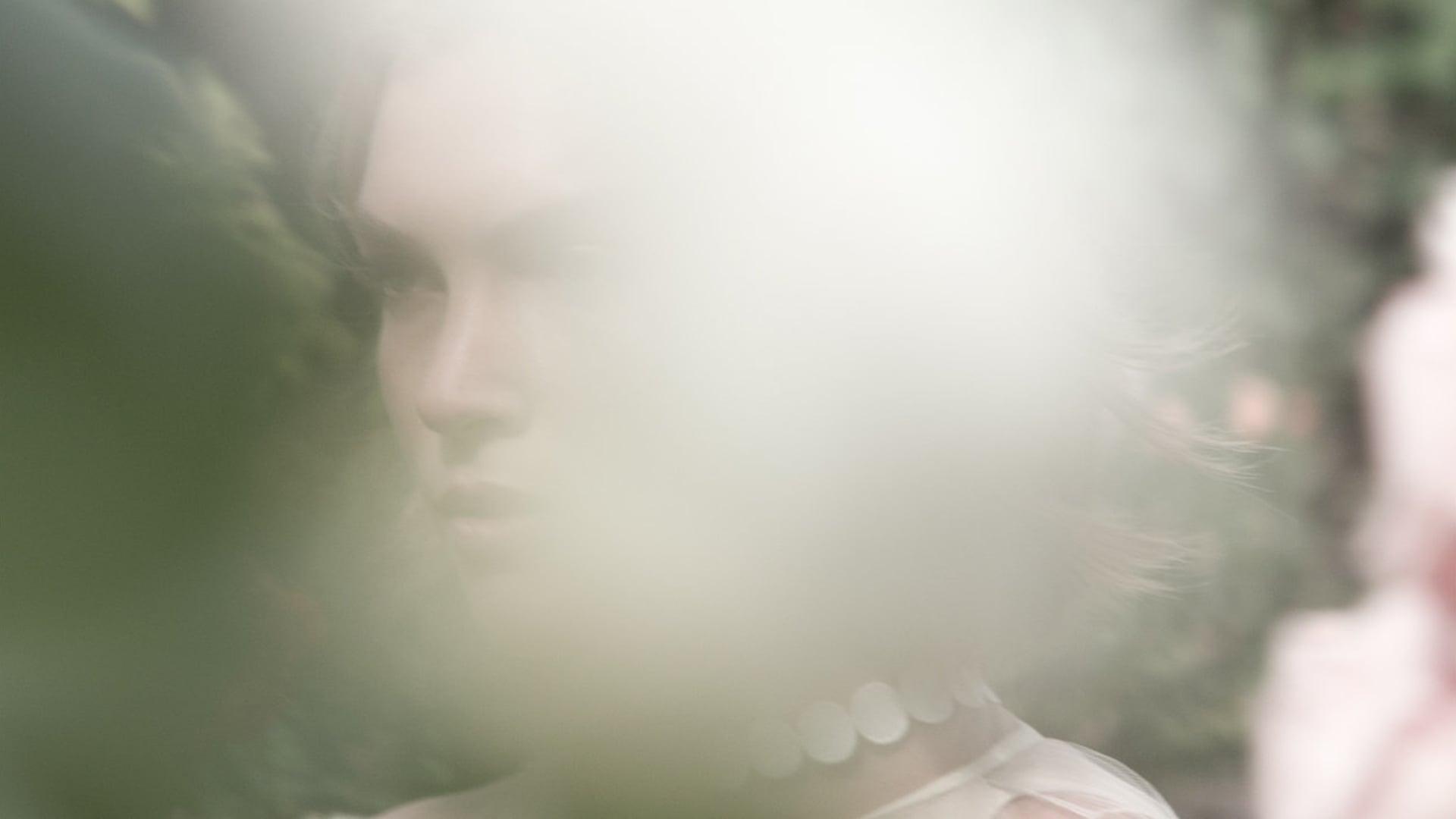 Estée Lauder - Modern Muse Moments - Arizona Muse