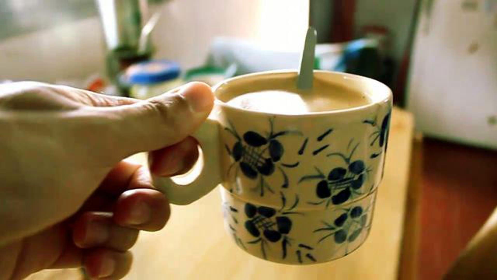 Cómo preparar un café con leche batido // How to make a coffee milk shake