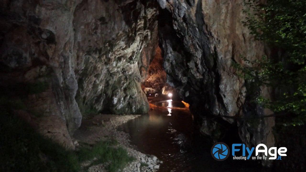 Fly Age e i suoi Droni nelle Grotte di Pastena (fr)