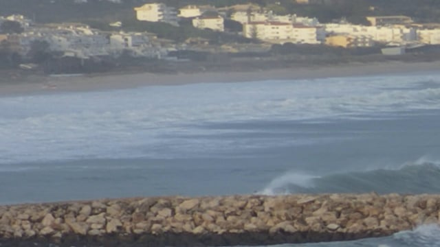 Longest wave ridden in the history of Lagos, Algarve? (06.01.2014 | Alex Botelho) from Luz Surf Village – Portugal