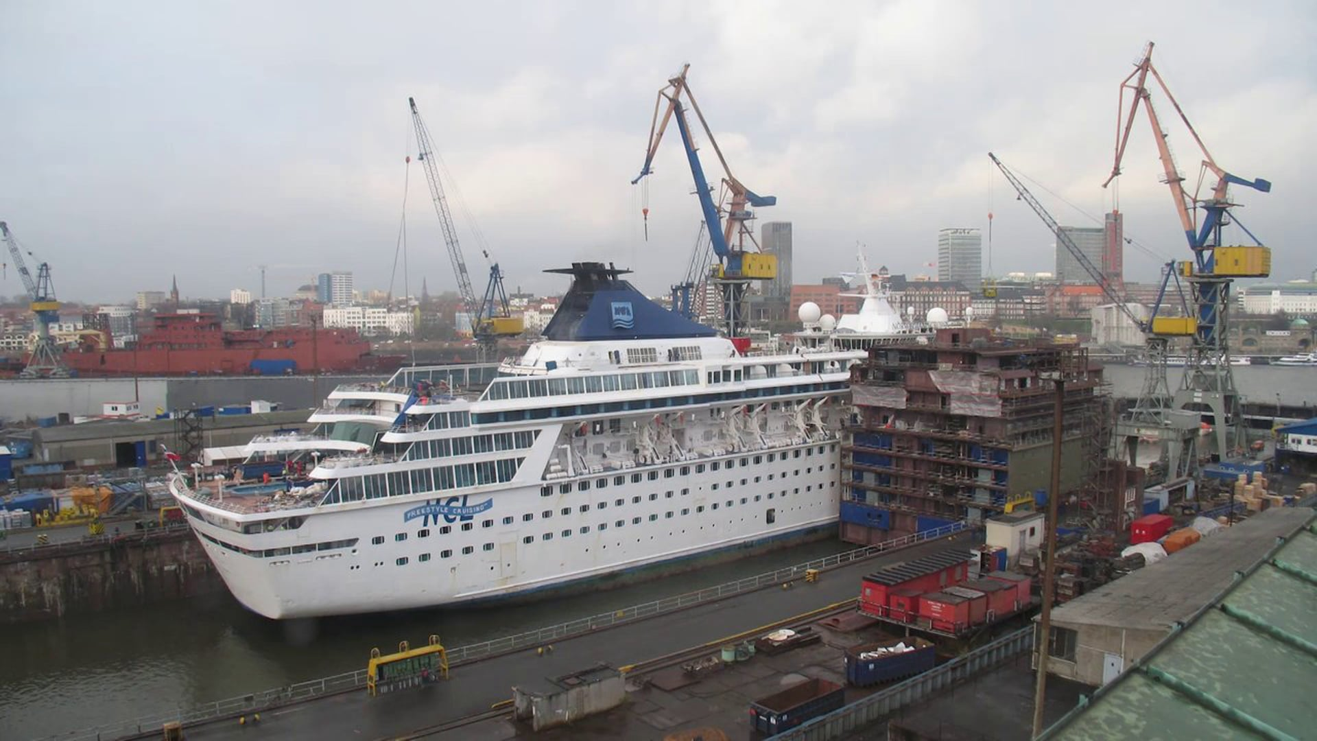 Balmoral timelapse at Blohm+Voss shipyard