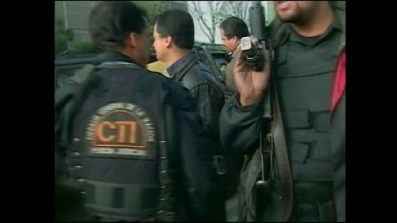 Hasta Que me Silencien    Periodistas entre dos fuegos Colombia, journalists caught in crossfire.