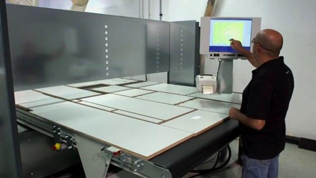 Nesting-Technologie für perfekte Formatierung - mit Hubtisch & Labeling