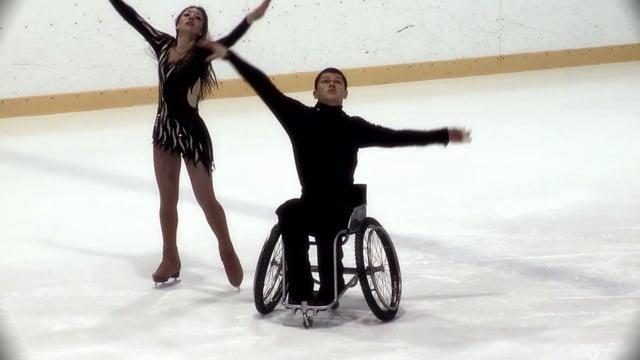 Максим Киселёв - Танец в коляске на льду
