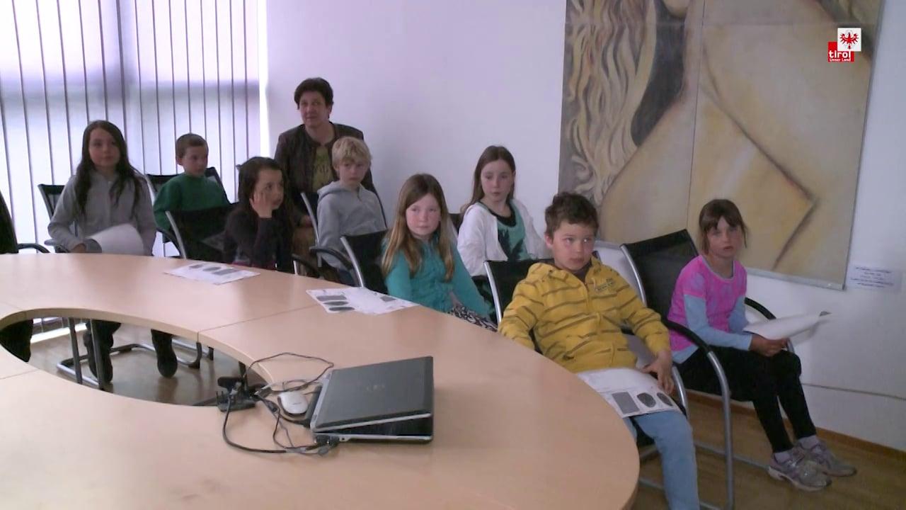 SchülerInnen besuchen BH Reutte