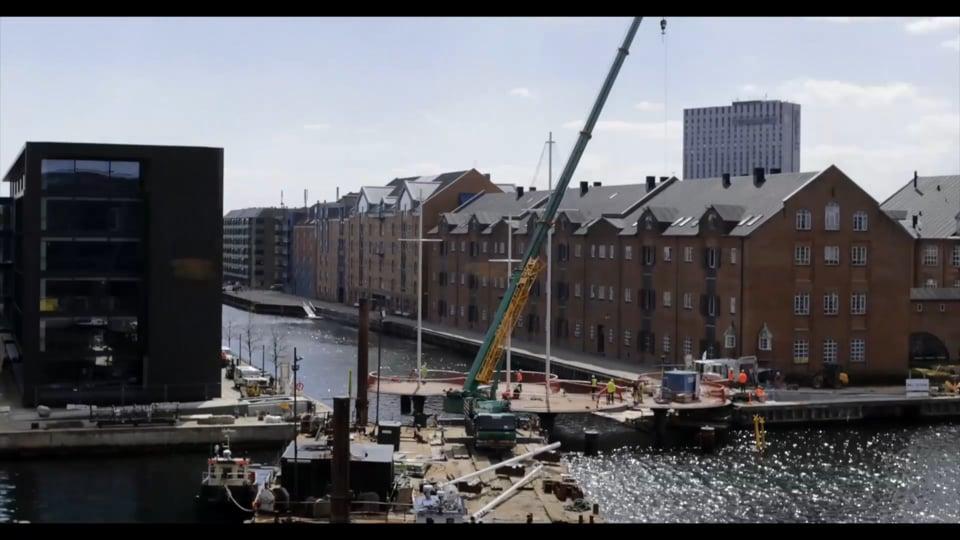 Artist Olafur Eliasson developed a swivel bridge as a new landmark - VNR - RAW