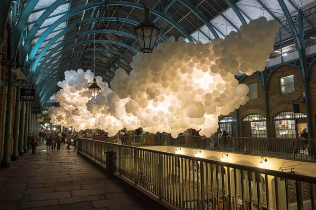 Oblak zo 100.000 balónov