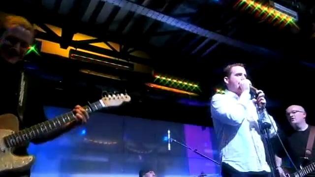 First Radio - Lee Staples sings 'Wonderwall' by Oasis