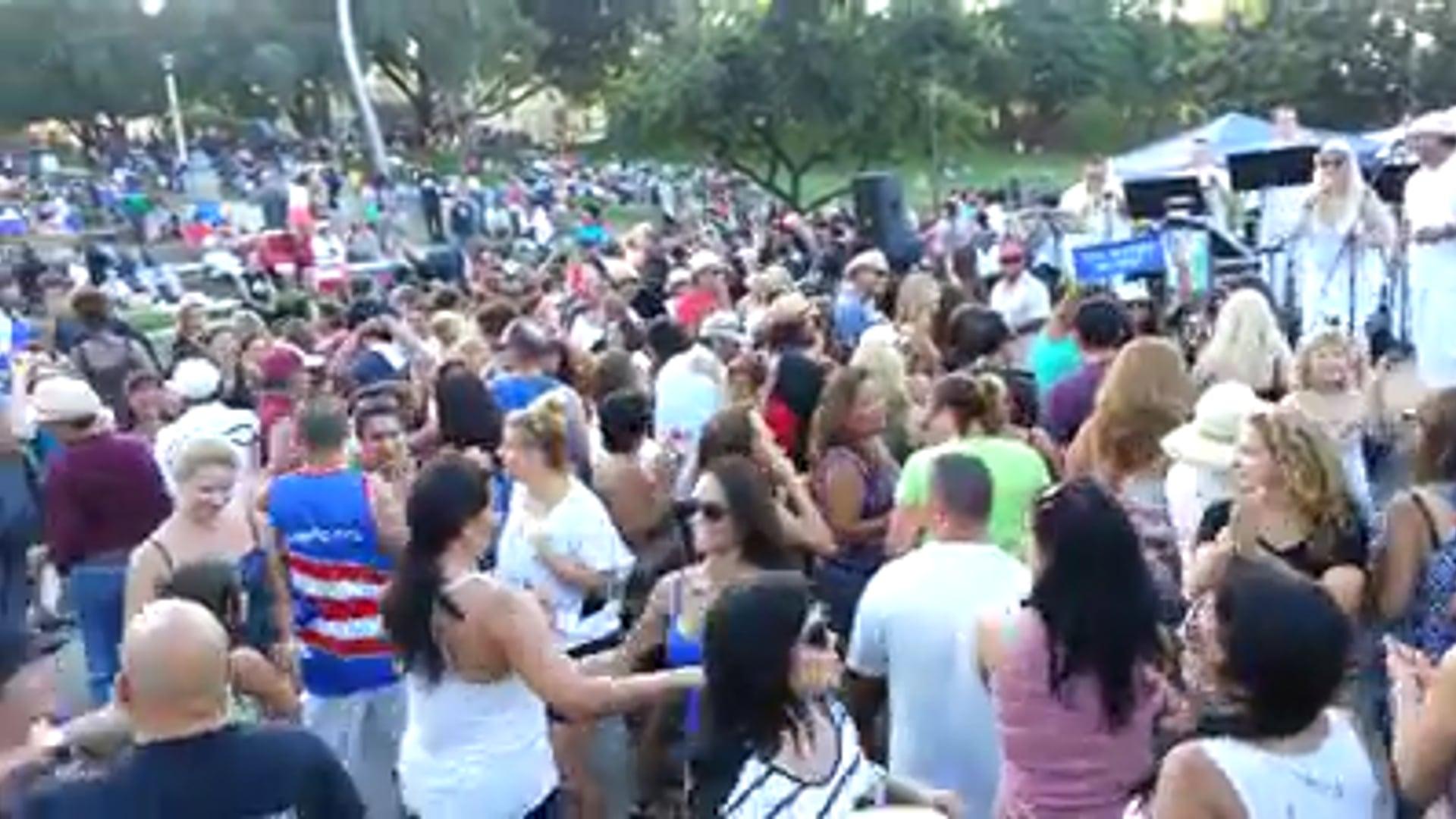 Volvere' Manhattan Beach crowd