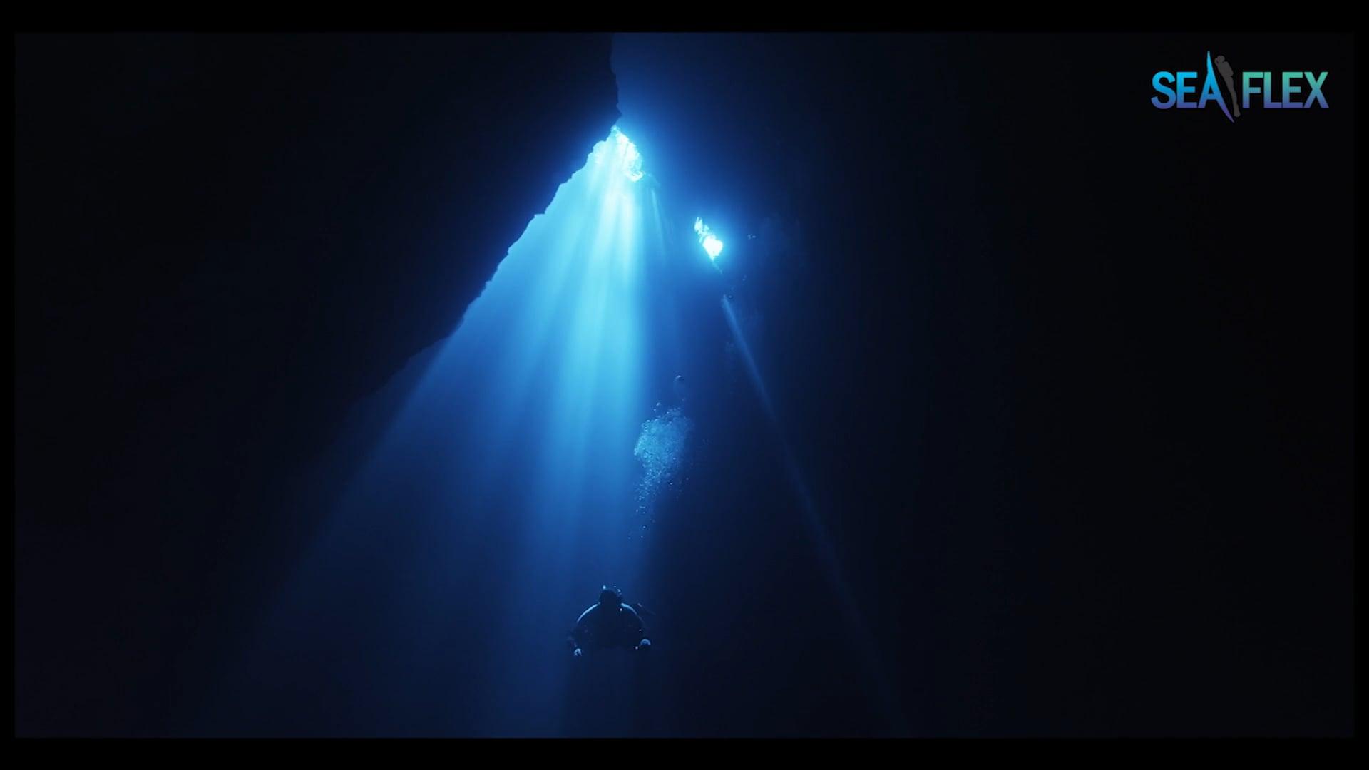 UHD 4K Underwater Movie 'The Pit'